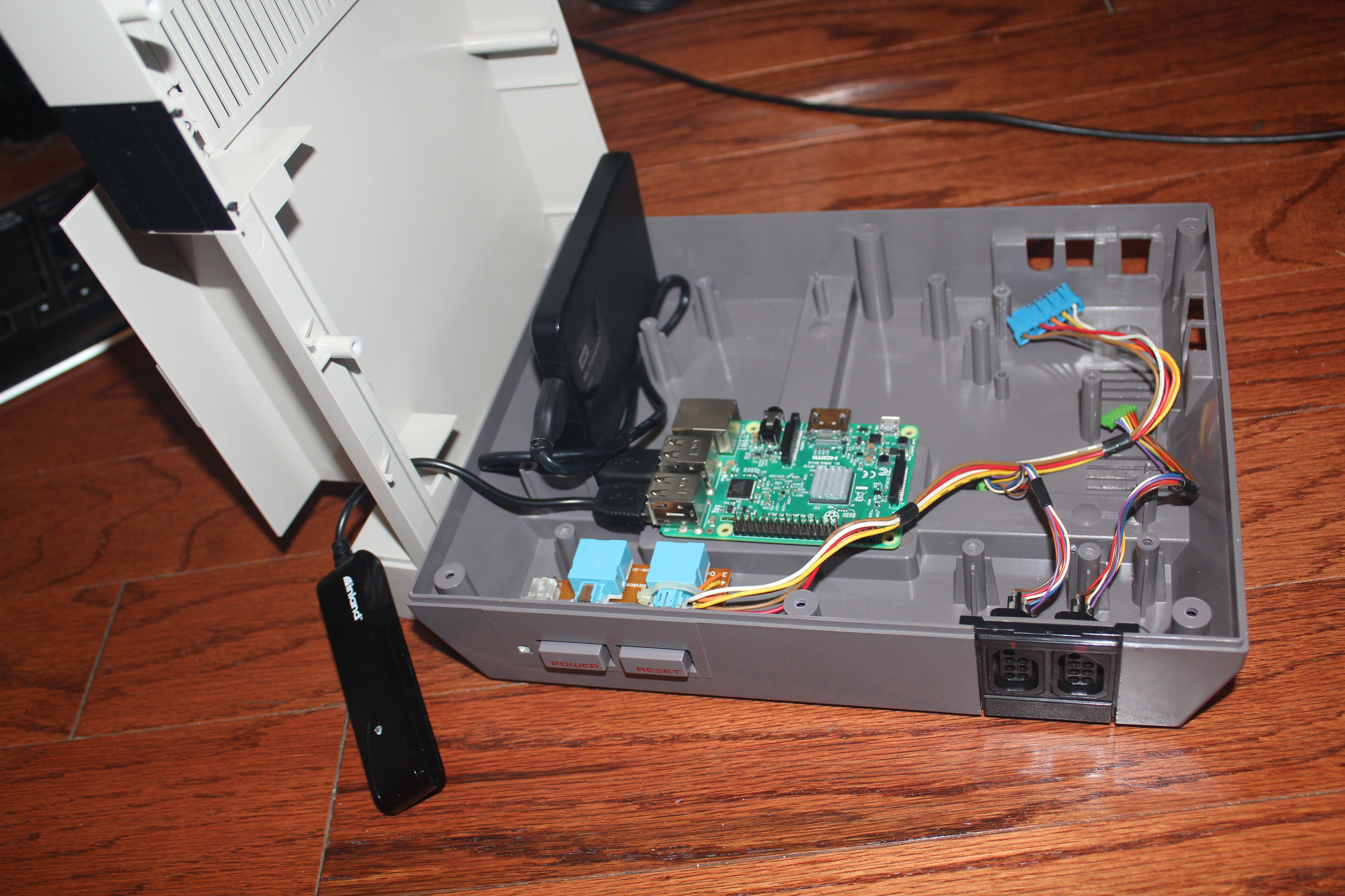 Hans Nintendopi Project Gamer Rigs Spesoft Forums Usb On Off Power Switch Circuit By Mausberry Circuits Its Directly Over The Removable Plate For Expansion Port Rather Than Above It This Brings Pi Closer To Front Of Case An Area Where